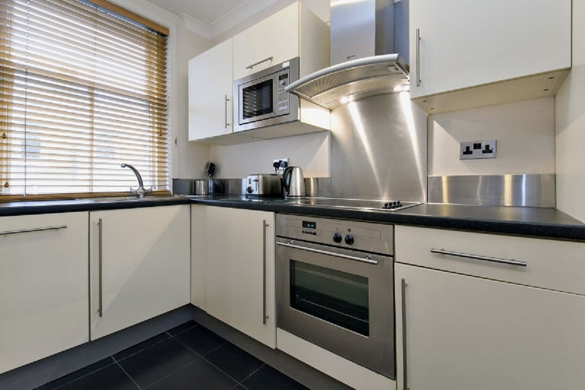 Lingua Holidays | luxury apartment with kitchen