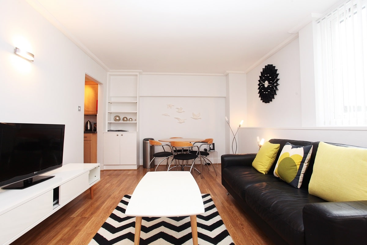 Lingua Holidays | standard 1-bed apartment in central London