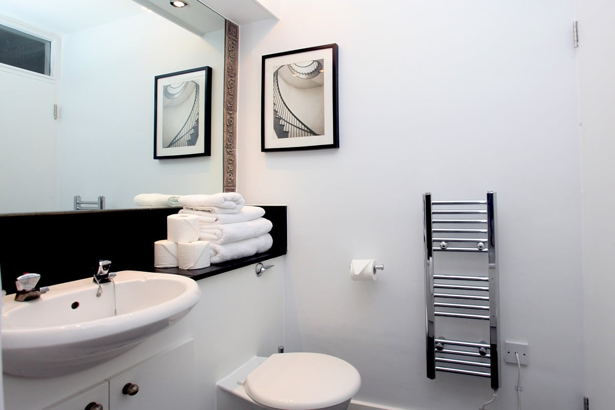 Lingua Holidays | standard apartment in central London