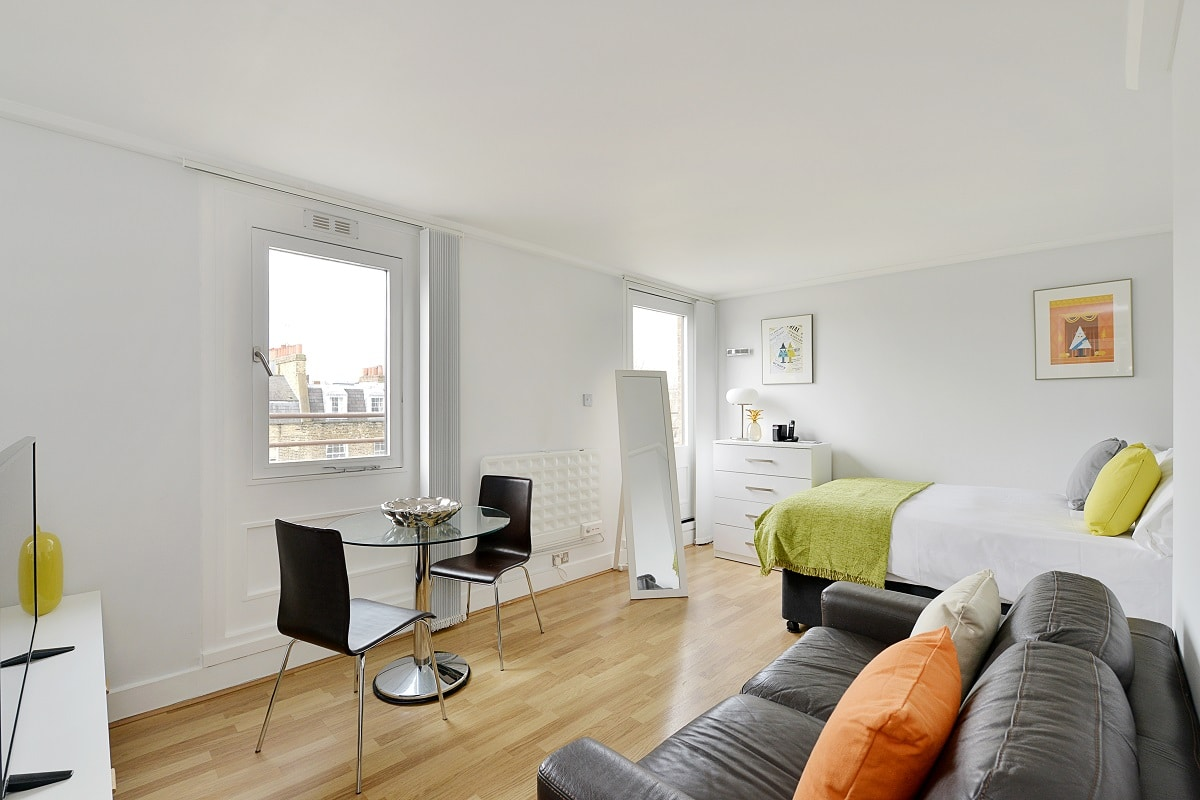 Lingua Holidays | standard studio in central London
