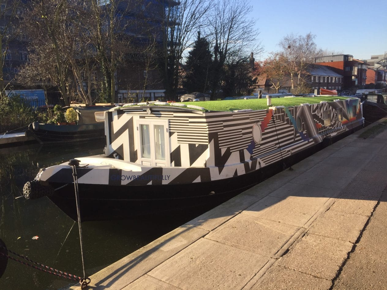 Take a walk along the Regent's Canal, between Camden and Kings Cross