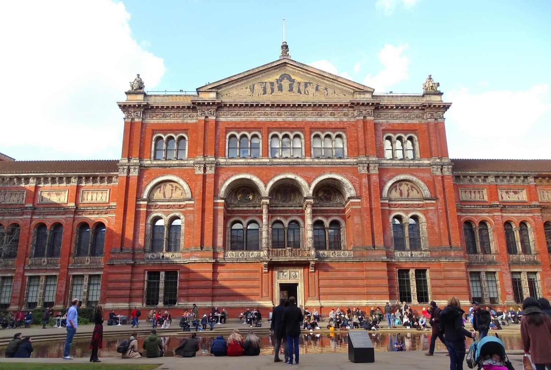 Beautiful courtyard at the Victoria & Albert Museum, London