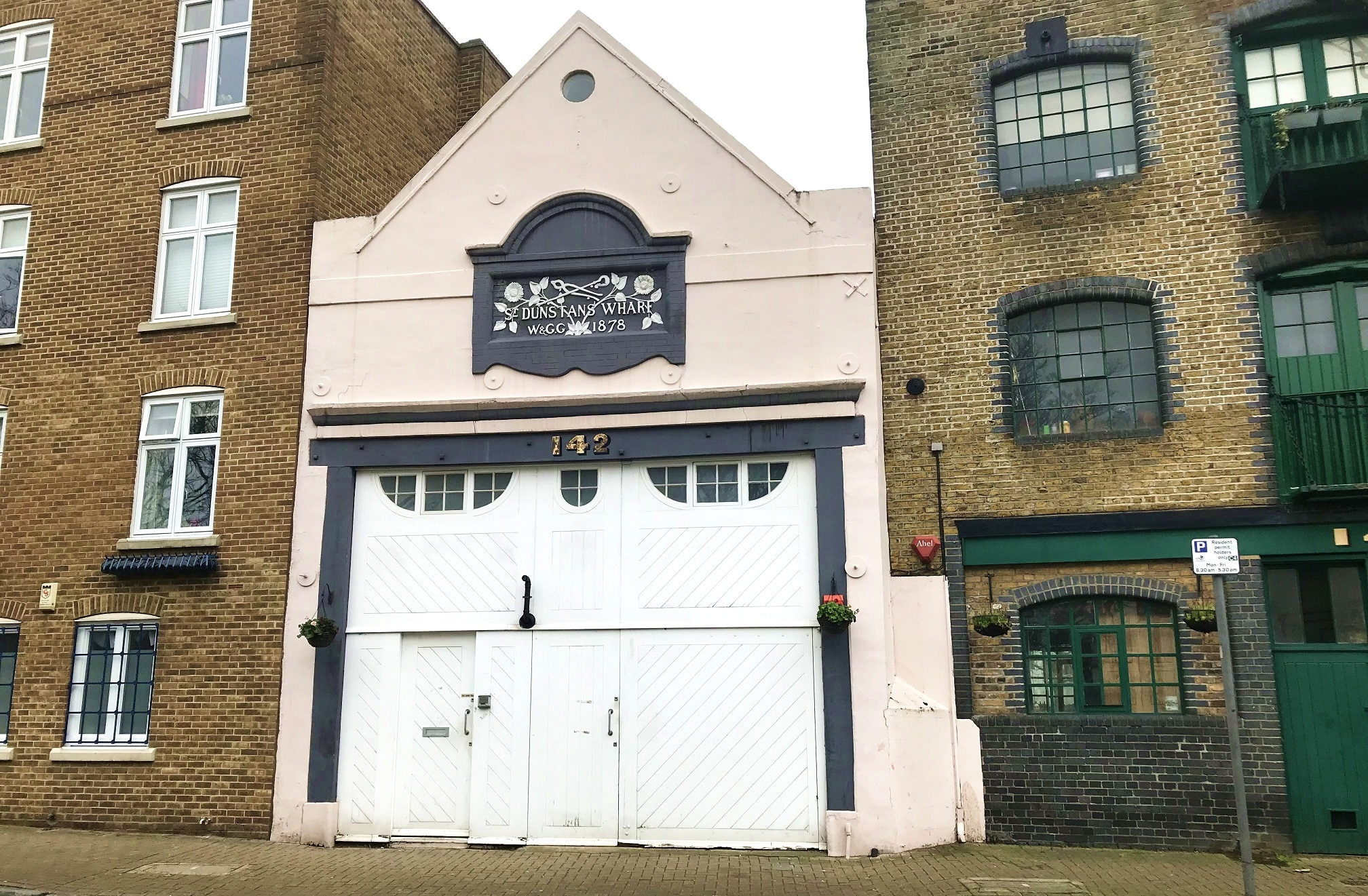 Warehouse-lined Wapping High Street | Lingua Holidays